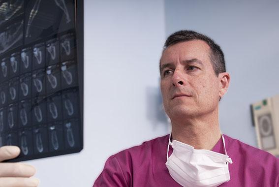 Javier-Sanz-Acha-Medico-dentista-San-Sebastian-Donostia Javier + RX